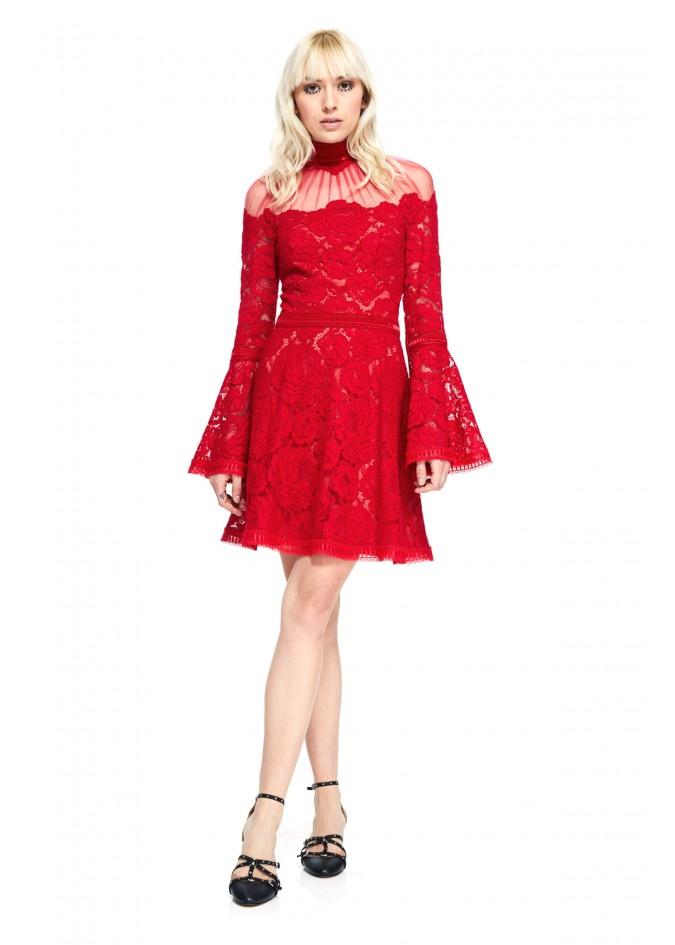 蕾丝喇叭袖连衣裙