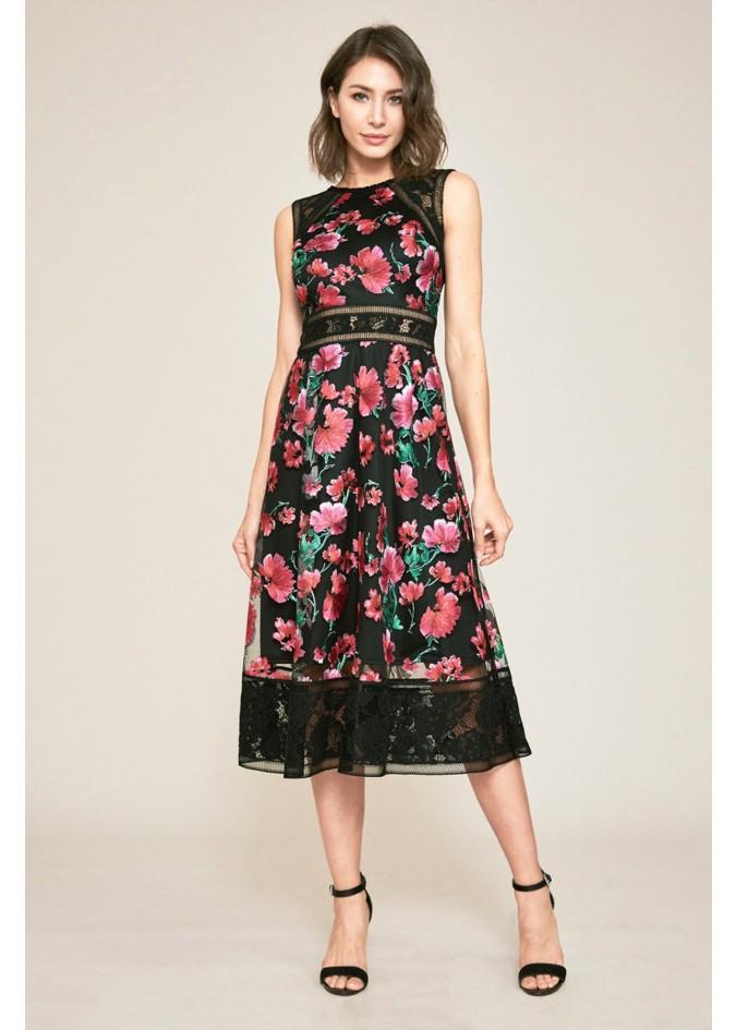 花朵刺绣摆浪连衣裙