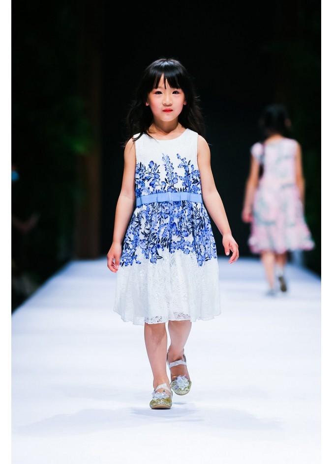 蓝色藤花连衣裙