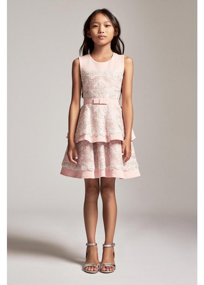 绣花层叠连衣裙