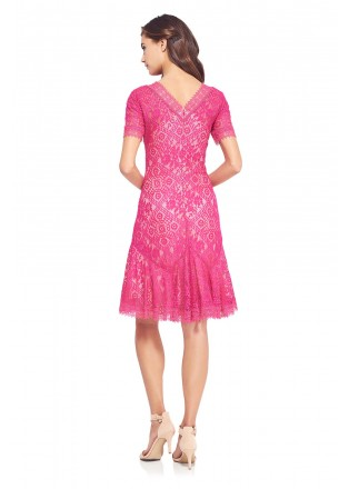 蕾丝摆浪连衣裙