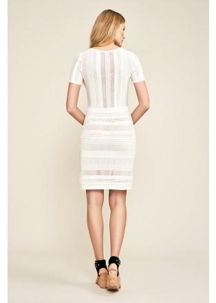 白色针织短袖直身连衣裙