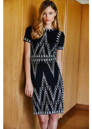 几何刺绣直身连衣裙