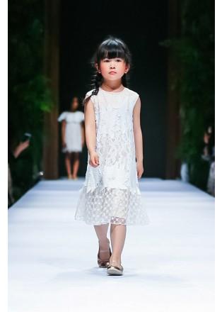 绣花蕾丝荷叶边连衣裙