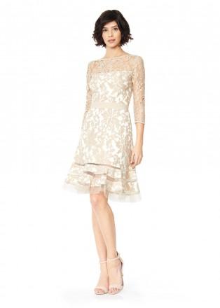 绣花蕾丝腰带装饰摆浪连衣裙
