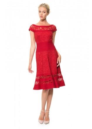 打条针织布绣花蕾丝盖袖连衣裙