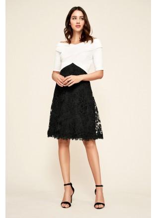 黑白经典露肩摆浪连衣裙