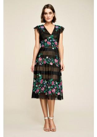 花朵刺绣压褶V领连衣裙