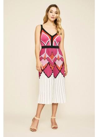几何图案压褶V领连衣裙